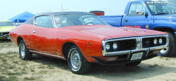 B-1971_Dodge_Charger_RightFront.jpg (33449 bytes)